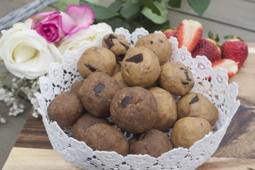 Chocolate-Chip Cookie Dough Protein AmazeBalls